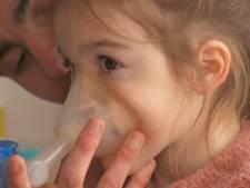 """Une famille envisage de quitter la Belgique: """"Aux Pays-Bas au moins, le traitement de notre fille sera remboursé"""""""
