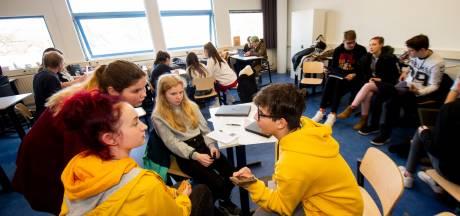 Leerlingen KSG blazen stof van Europees Parlement