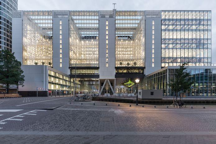 Rijnstraat met het verbouwde en uitgebreide ministerie.