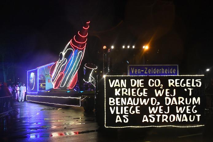 Het lijkt Ven-Zelderheide maar ook dit is (oké) wederom de Lichtjesoptocht in Boxmeer.