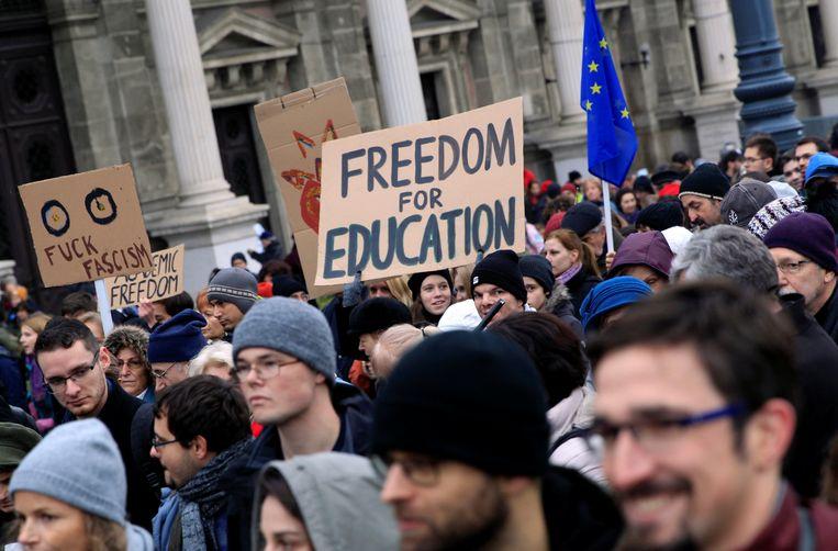 Studenten demonstreren in november 2018 in Boedapest voor de vrijheid van onderwijs en tegen fascisme. Beeld REUTERS