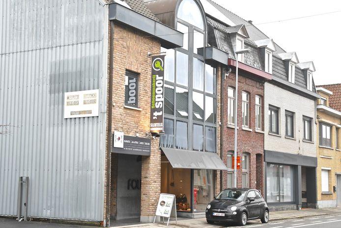 Nieuwe schoenmakerszaak 't Spoor in de Kortrijkstraat.