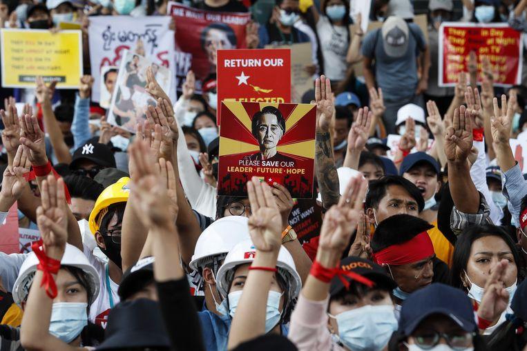 Demonstranten protesteren tegen de junta. Beeld EPA