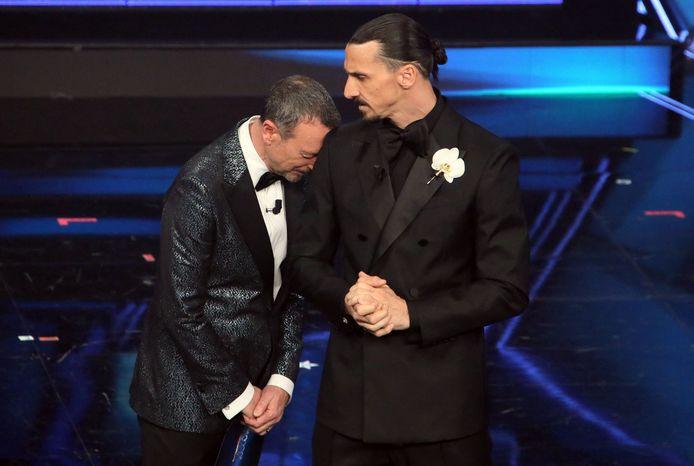 Zlatan Ibrahimovic en presentator Amadeus op het Sanremo Festival.