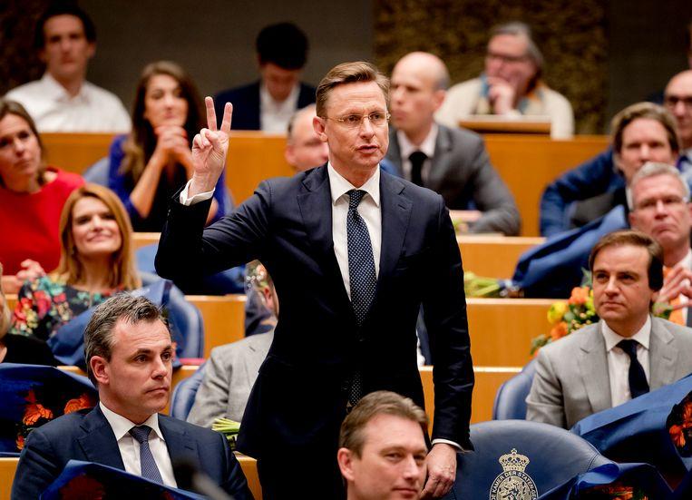 Han ten Broeke (VVD) legt de eed af tijdens de installatie van de nieuwe Kamerleden na de Tweede Kamerverkiezingen. Beeld ANP
