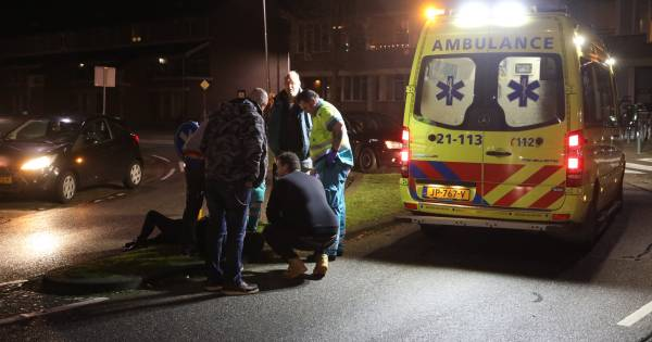 Vrouw aangereden door auto op zebrapad in Oss.