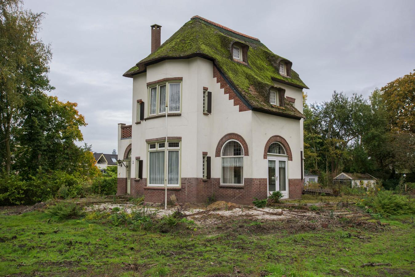 Eigenaar Tom Peters herbouwt momenteel aan de Gemullehoekenweg Villa Scinloo en verkocht daarachter al een extra bouwblok op het gesplitste perceel.