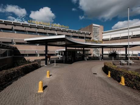 Actievoerders Slingeland Ziekenhuis in Achterhoek gaan 'trekkertocht' door ziekenhuis maken tijdens staking