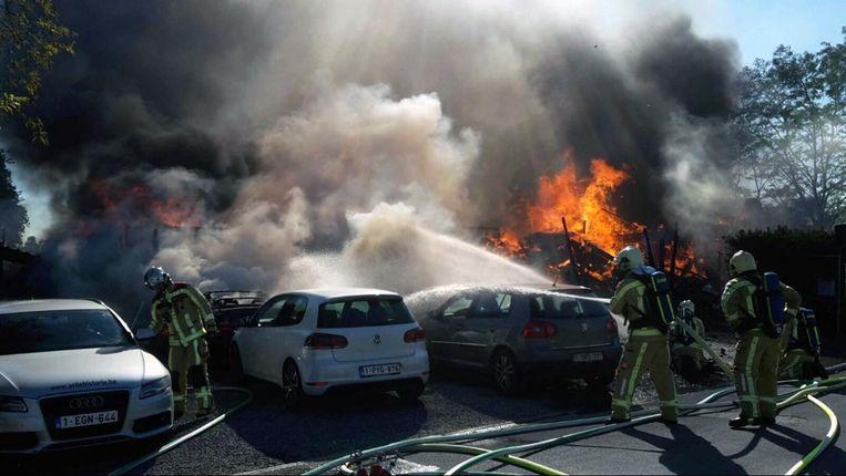26 mei: een brand vernielt de volledige garage en de twee aanpalende huizen.