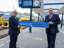 Machinisten Johan en Arjan stoppen noodgedwongen met voorlichting over gevaren rondom het spoor