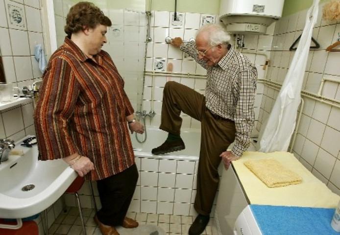 Een Veilige Badkamer : Koos 85 hoopt op veilige badkamer apeldoorn destentor.nl