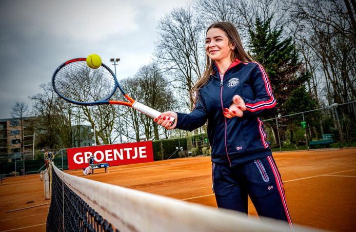 Groentje; Michelle Vortrefflich doet aan Tennis, hier in alphen bij haar club Tean. Foto: Frank de Roo
