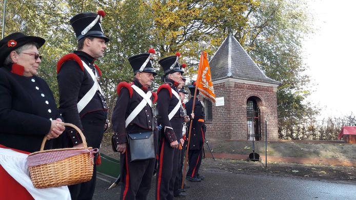 In Den Dungen bestaat de markeringsplaats van Fort De Brederode als onderdeel van de Linie 1629.