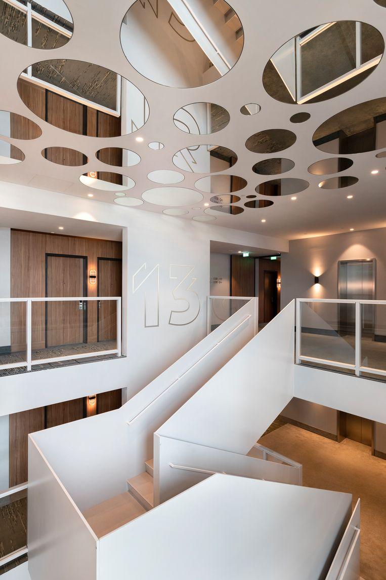 Het interieur is licht, ook in trappenhuis. Beeld Wiosna van Bon