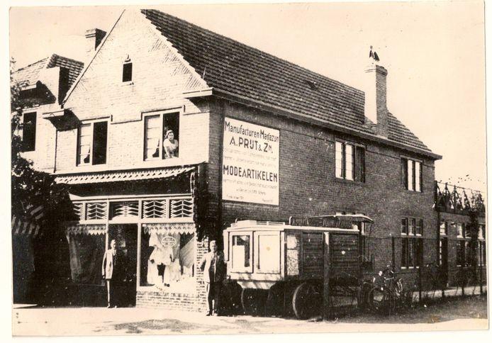 Het eerste pand dat de familie Prijt zelf bouwde in de jaren twintig, aan de Frederiklaan.