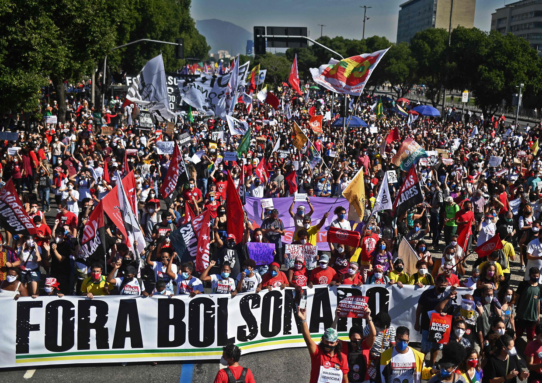 Een grote demonstratie in Rio de Janeiro afgelopen zaterdag tegen de van corruptie beschuldigde president Jair Bolsonaro Beeld AFP