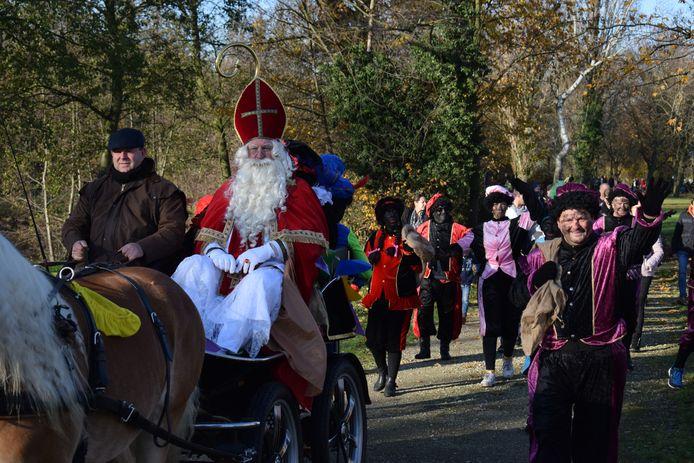 Sinterklaas bracht maar liefst 40 pieten mee naar Zelzate.