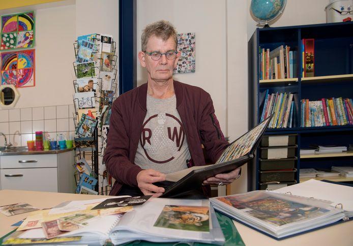 Albert Hakkers is naast docent in het speciaal onderwijs ook betrokken bij HHC Hardenberg en fervent postzegelverzamelaar.
