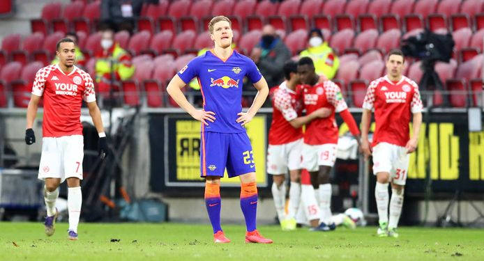 Teleurstelling van Leipzig-speler Marcel Halstenberg na weer een treffer van Mainz.