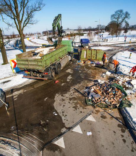 Ongeluk met vrachtwagen in Veldhoven, drukke weg tijdelijk afgesloten