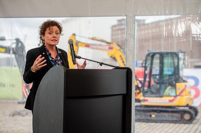 """Minister Lydia Peeters (Open Vld) kan nog geen definitieve timing geven voor de uitrol van de fietsstraat die de Turnhoutsebaan wordt. """"Maar gezien het aantal verkeersslachtoffers moet het snel gaan."""""""