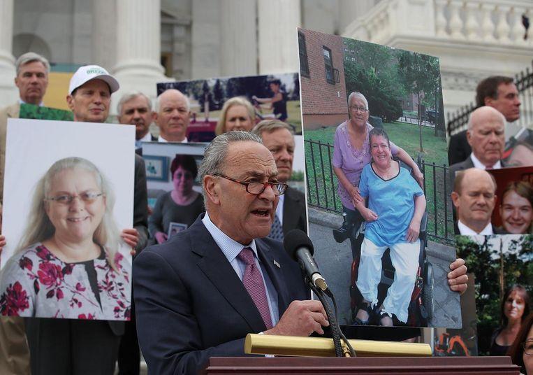 Op de trappen van het Senaatsgebouw werd gedemonstreerd tegen Trumpcare. Beeld afp