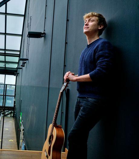 Singer-songwriter Luuk (30) is een combinatie van Milow, Jason Mraz en Mumford & Sons