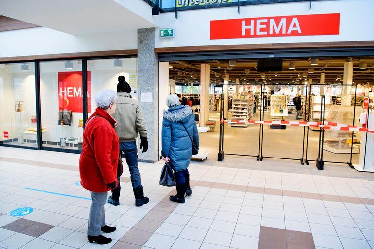 Een winkel van Hema in het Noord-Hollandse Heiloo. Half december moesten alle Nederlandse Hema's dicht, in maart mochten ze beperkt weer open.  Beeld Olaf Kraak