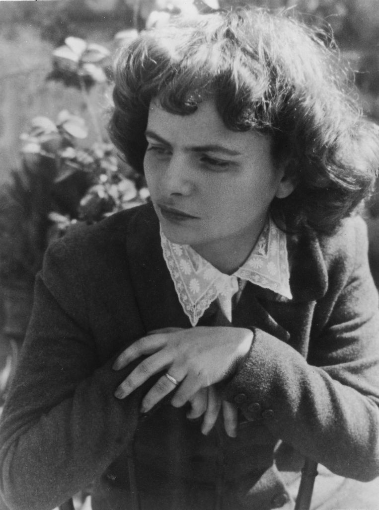 De Italiaanse schrijfster en dichteres Elsa Morante (1918 - 1985). Beeld Getty Images
