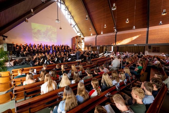 De drie repetitieavonden in Vriezenveen zijn in de Ontmoetingskerk.