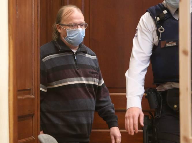 """ASSISEN. Postbediende Dirk Wauters veroordeeld tot 15 jaar cel. Voorzitter: """"U heeft geluk gehad"""""""