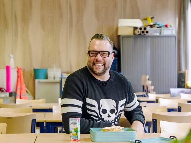 """Alex Agnew terug op schoolbanken in 'Later Als Ik Groot Ben': """"Vanaf dag één vond ik het hier vreselijk"""""""