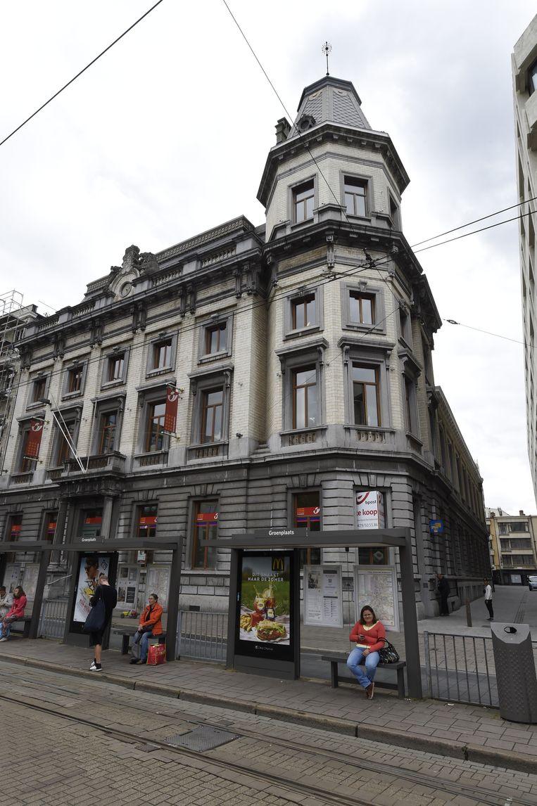 Het oude postkantoor aan de Groenplaats dat sinds kort leegstaat.