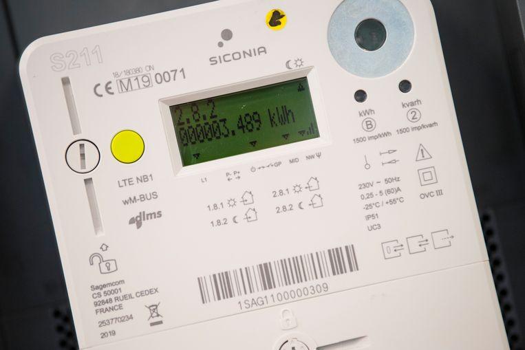Fluvius begint op 1 juli met de installatie van de eerste digitale meters. Woningen met zonnepanelen, nieuwbouwwoningen, ingrijpende energetische renovaties, budgetmeters en woningen die onderdeel uitmaakten van de proefprojecten digitale meters, komen het eerst aan de beurt.