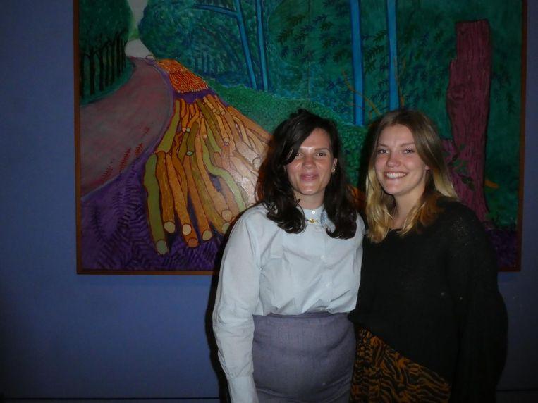 Catherine Wolfs en Wietske van Berkum van het Van Gogh Museum. Wolfs: 'Ik had al meteen zo'n blaadje in mijn mond.' Beeld Hans van der Beek