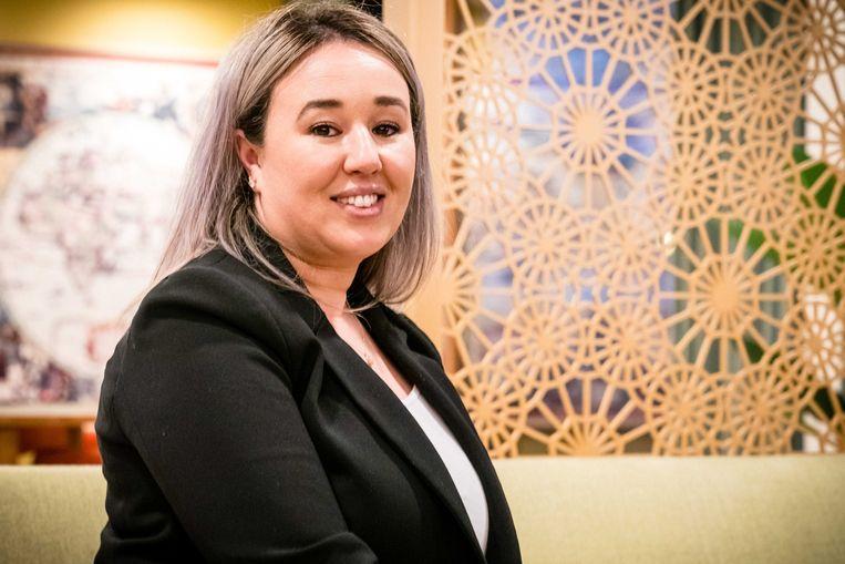 Sanna Elkadiri, medewerkster van verpleeghuis Het Wereldhuis, wordt als eerste in Nederland ingeënt met het Pfizer-vaccin tegen het coronavirus.  Beeld ANP
