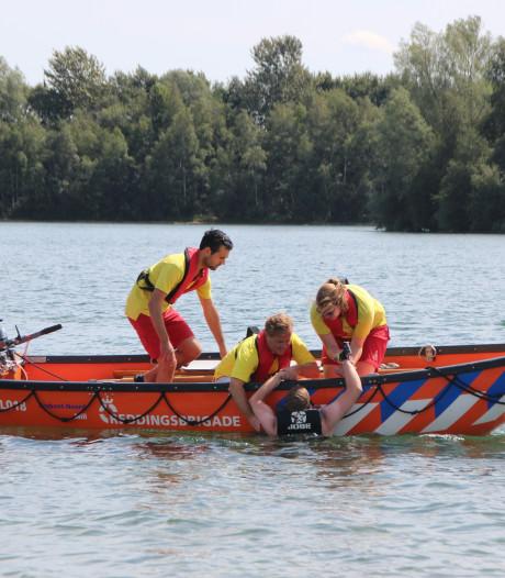 Burgemeester Mill in actie als lifeguard
