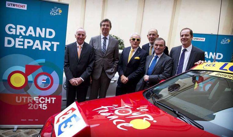 Joop Zoetemelk, Aleid Wolfsen, Jan Janssen, Ed Kronenburg, Bernard Hinault en Christian Prudhomme (vlnr) tijdens de presentatie in de residentie van de ambassadeur, van de Grand Depart van de Tour de France in Utrecht in 2015. Beeld anp