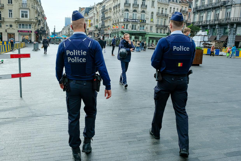 Agenten op covidpatrouille in Brussel.
