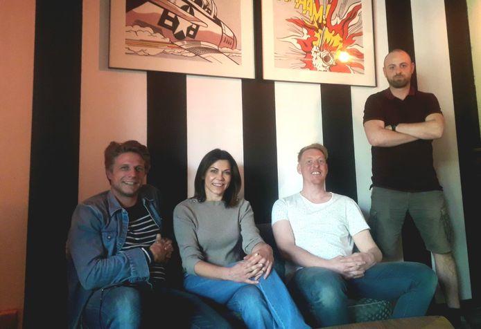 Eigenaar Jurgen Van Grieken (l.), zijn vriendin Sylvie, Philippe Rits en Wouter Bex zijn volledig klaar voor de heropening van het vernieuwde muziekcafé De Max in Herentals