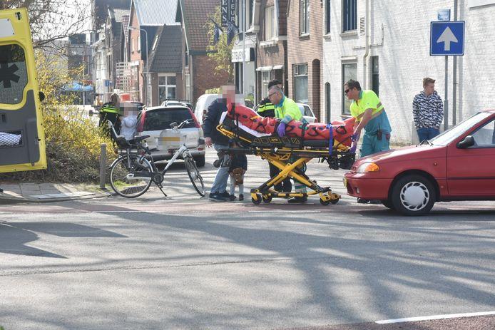De vrouw op de fiets raakte gewond bij de aanrijding in Terneuzen.