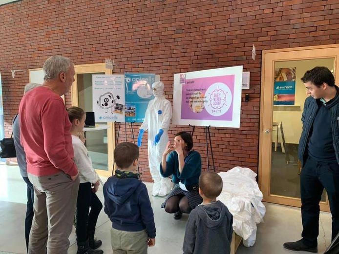 De Dag van de Wetenschap in de incubator Darwin kon op zo'n 500 bezoekers rekenen.