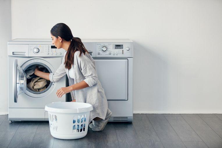 Waarom zitten er eigenlijk gaten in een wasmand? Beeld Getty Images
