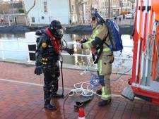 Zoekactie in water Zuidwal na vondst tas vol spullen