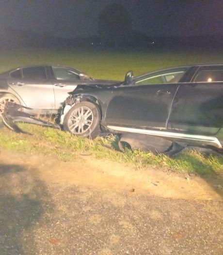 Twee personenauto's totaal vernield na voorrangsfout in Groesbeek