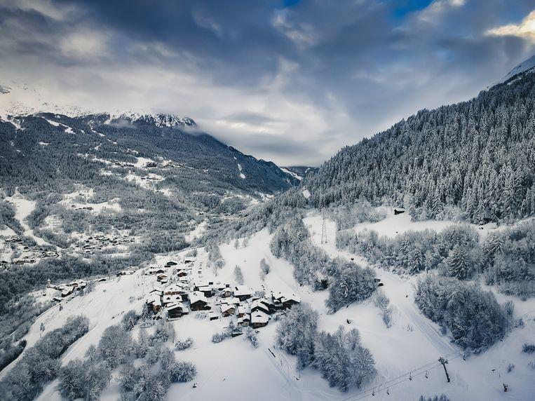 Le Pré is een van de twaalf gehuchten van het Franse skidorp Villaroger en ligt net naast de skilift richting Les Arcs.  Beeld Sebastiaan Bedaux