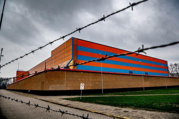 De gevangenen moesten na de brandstichting direct de cel in.