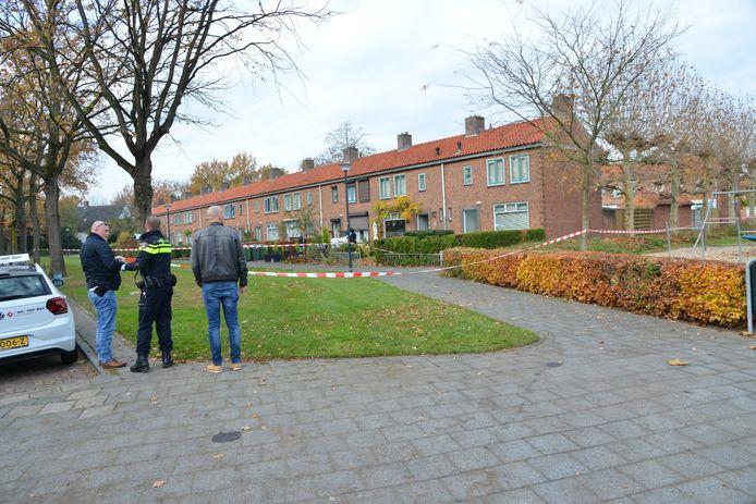 De dader van het steekincident is aangehouden in de Talmastraat en hoek Heinsiusstraat. De politie heeft hier alles met lint afgezet.