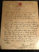 Een handgeschreven brief uit 1918 van King George V aan een militair om die te danken voor de moedige strijd die hij leverde tijdens de Eerste Wereldoorlog.