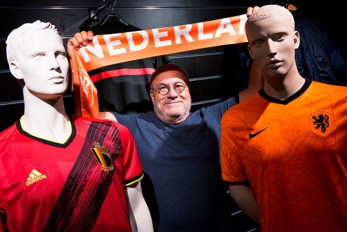 De voetbalshirts van België en Oranje gaan als zoete broodjes over de toonbank bij Voetbalshop.nl.  Eigenaar Roland Heerkens is er blij mee.
